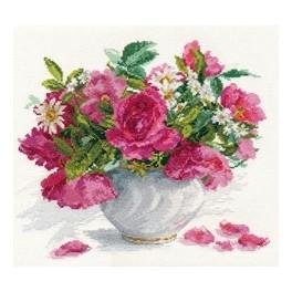 ALI 2-25 Cross stitch kit - Roses and daisies