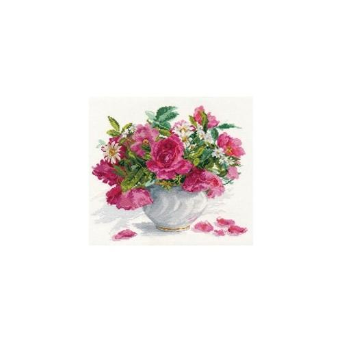Cross stitch kit - Roses and daisies