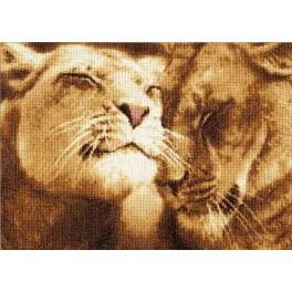 RDZH 028 Cross stitch kit - Lion fondling