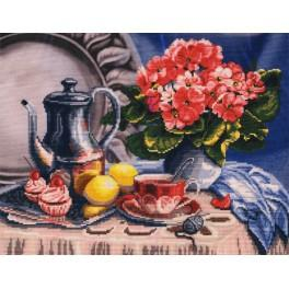 Set with printed pattern, mouline and printed background