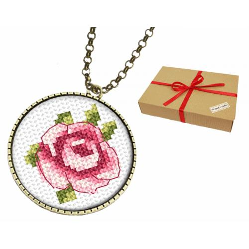 Gift set - Medallion with a rose
