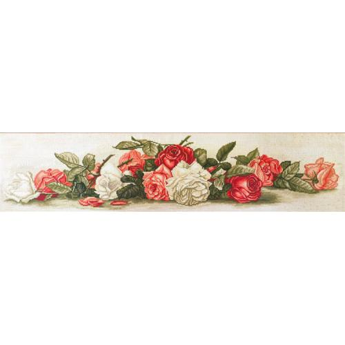 Set with mouline and printed background - Beautiful retro roses