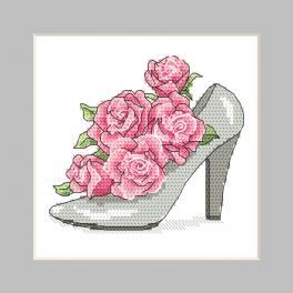 ZU 10326-01 Cross stitch kit - Postcard - Shoe with roses