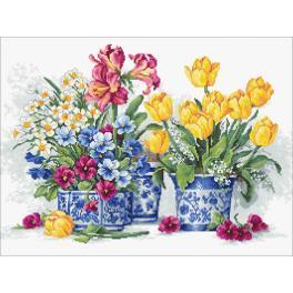 LS B2385 Cross stitch kit - Spring garden