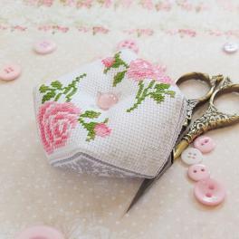 ZU 10335 Cross stitch kit - Pincushion - biscourn - Roses
