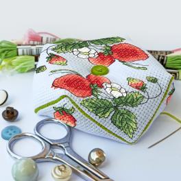 ZU 10334 Cross stitch kit - Pincushion - biscourn - Sweet strawberries